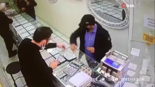 Müşteri gibi geldiği kuyumcuda alyans tablasını alarak kaçtı