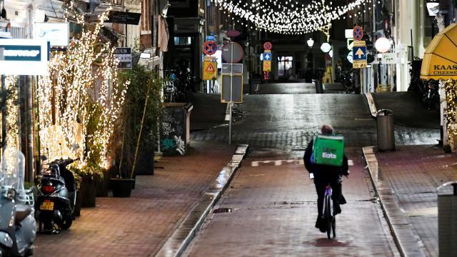 Hollandada sokağa çıkma kısıtlaması uzatıldı