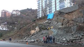 Artvin'de istinat duvarı çöktü: 14 katlı bina boşaltıldı