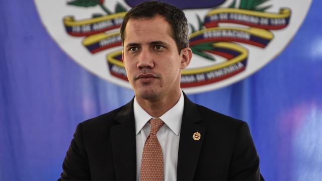 Venezuelada Guaido 15 yıl kamu görevlerinden men edildi