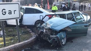 Karaman'da iki otomobil çarpıştı: 6 yaralı