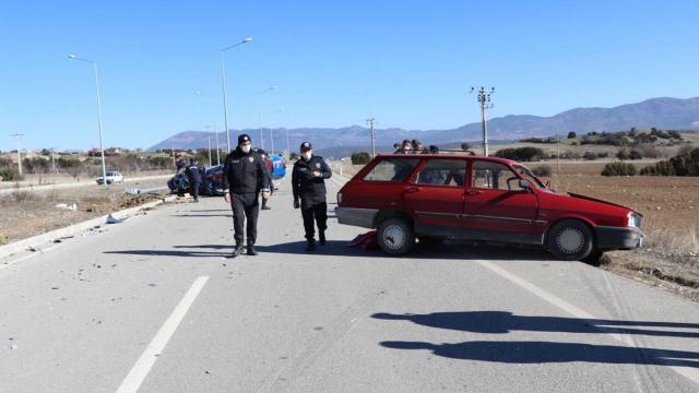Burdurda otomobil ile jandarma aracı çarpıştı: 3ü asker 4 yaralı