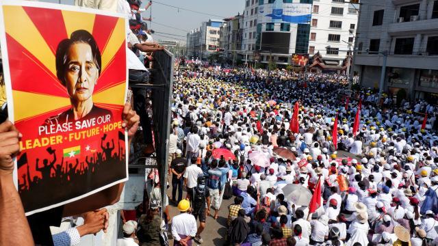 Myanmarda darbe karşıtı gösteriler sürüyor