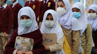 Pakistan'da koronavirüs kısıtlamaları kaldırılıyor