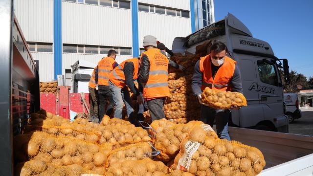 Gaziantepte ihtiyaç sahiplerine 750 ton patates dağıtılıyor