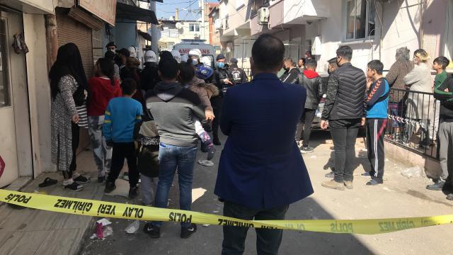 İzmirde alacak verecek meselesi nedeniyle çıkan kavgada başından yaralanan kişi öldü