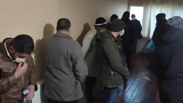 Sivasta kiralık eve kumar baskını: 15 kişiye para cezası