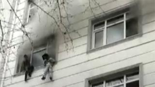 İstanbul'da 5 katlı binada yangın: Mahsur kalanlar böyle kurtarıldı