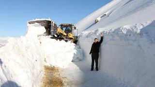 Bitlis'te kardan kapanan yollar açılıyor