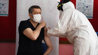 İlk aşıyı Milli Eğitim Bakanı Selçuk oldu