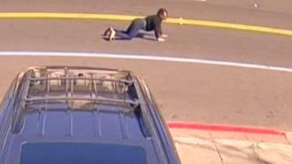 ABD'de gaspçılar kadını arabayla sürükledi