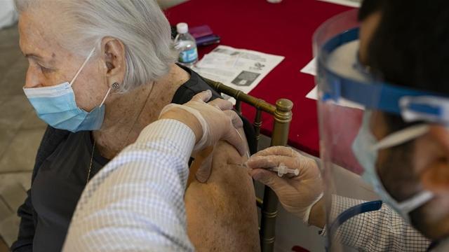 ABD Sağlık Bakanlığı: Aşı 39 bin yaşlının ölümünü engelledi