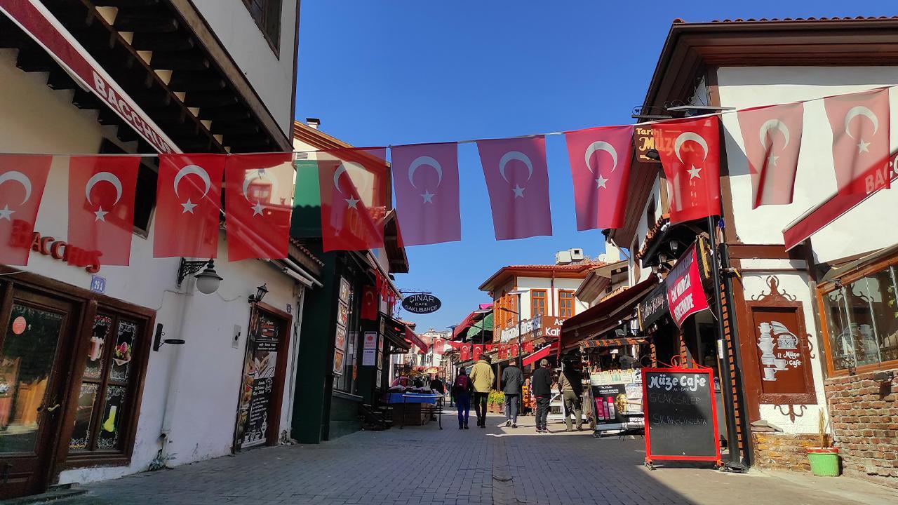 Tarihi evleri ve sokaklarıyla Hamamönü