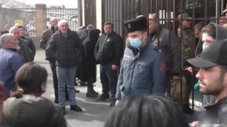Ermeni aileler: Çocuklarımızı inşaat malzemesi gibi Karabağ'a taşımalarını istemiyoruz