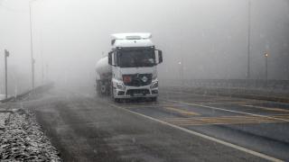 Bolu Dağı'nda kar ve sis etkili oluyor
