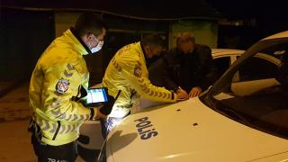 Kısıtlamayı ihlal eden alkollü sürücüye 5 bin 550 lira ceza kesildi