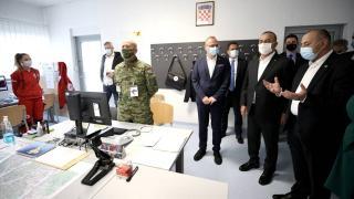 Bakan Çavuşoğlu, depremde zarar gören Petrinja'yı ziyaret etti
