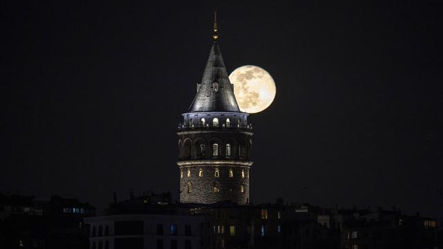 İstanbulun köprüleri ve Galata Kulesi kırmızı beyaza bürünecek