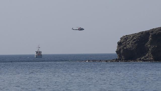 Batan teknede kaybolan 2 kişiyi arama çalışmaları sürüyor