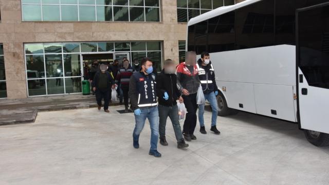 Antalyada çeşitli suçlardan aranan 37 kişi yakalandı