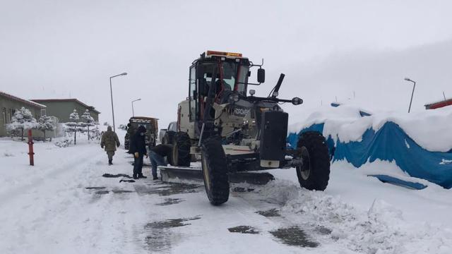 Yurdun doğusu yeniden kar altında: 260 yol ulaşıma kapandı