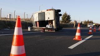 Şanlıurfa'da işçileri taşıyan minibüs devrildi: 12 yaralı