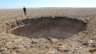 Konya'da 10 metre çapında 40 metre derinliğinde obruk oluştu