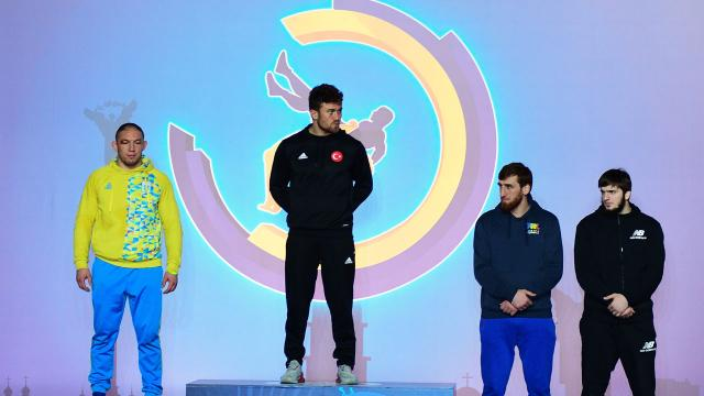 Milli güreşçiler Ukraynadan 4 madalya kazandı