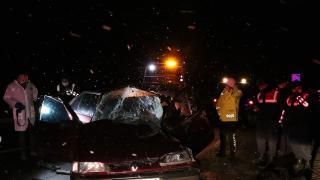 Otomobil kamyonete arkadan çarptı: 1 ölü, 1 yaralı