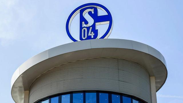 Küme düşen Schalke 04ün takım otobüsüne saldırdı