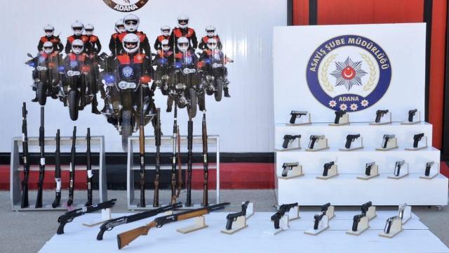 Adanada polis denetimlerinde 54 silah ele geçirildi