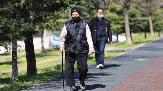 65 yaş üstü ve 18 yaş altı sokağa çıkma kısıtlaması devam ediyor mu? 65 yaş üstü sokağa çıkma izni...