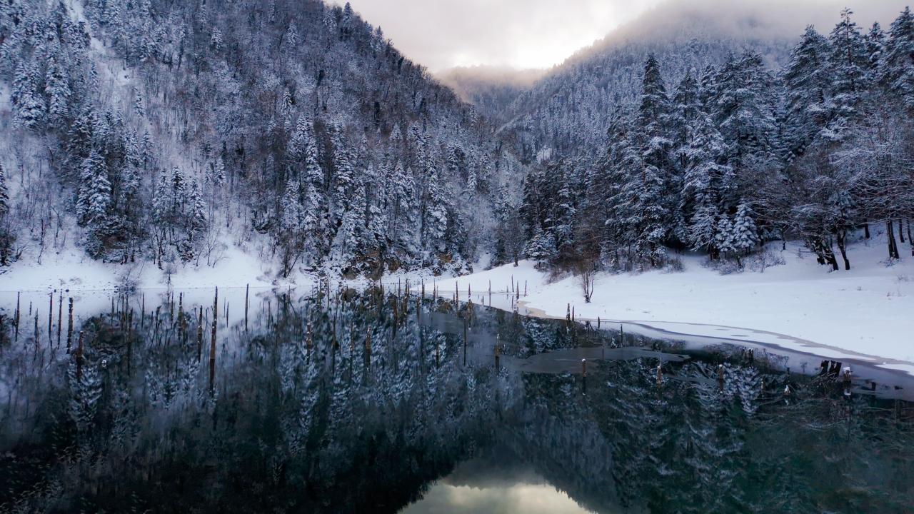 Sülüklügöl'de kışın son demleri kar altında geçiyor