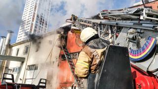 Esenyurt'ta sanayi sitesinde çıkan yangın hasara yol açtı