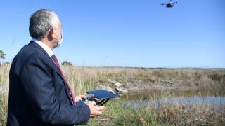 Adana'da sivrisinekle mücadelede ulaşılamayan bölgelerin ilaçlanmasında drone kullanıldı