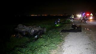 Adana'da otomobil tarlaya devrildi: 2 kişi hayatını kaybetti