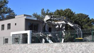 Bornova'da kaçak yapıların yıkımı başladı
