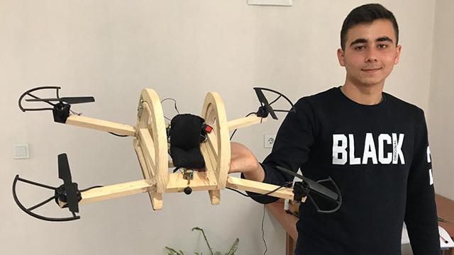 """Liseli genç tasarladığı """"insanlı dron"""" için destek arıyor"""