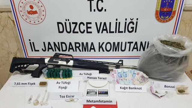 Düzcede uyuşturucu operasyonu: 4 gözaltı