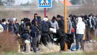 Fransa'nın 'istemediği' düzensiz göçmenlerin yaşam mücadelesi