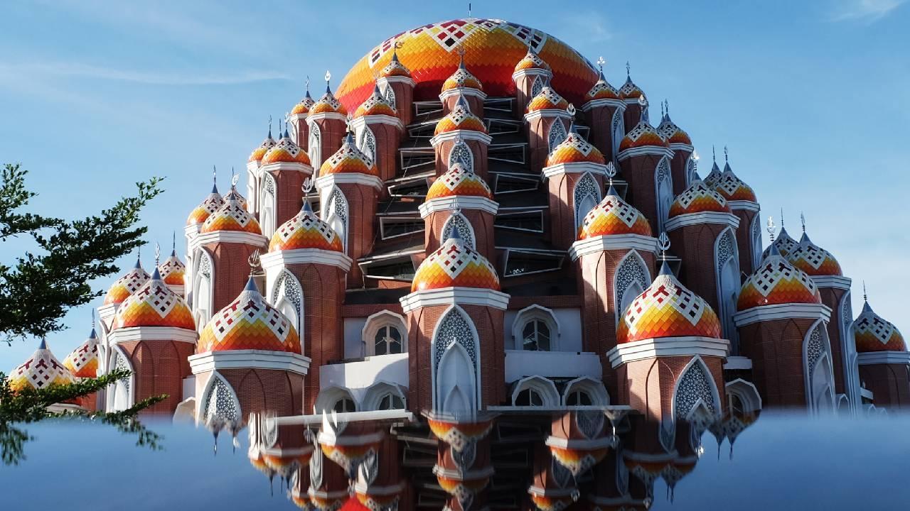 Endonezya'da 99 Kubbeli Camii