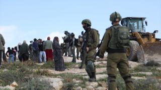İsrail Batı Şeria'da Filistinlilere ait 3 evi yıktı