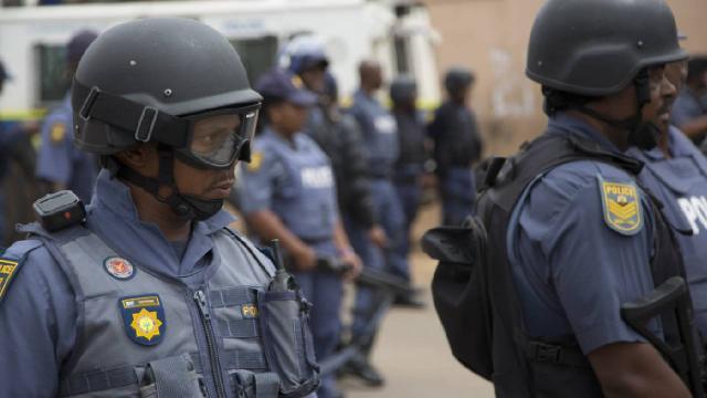 Güney Afrika'da gemide yaklaşık 1 ton kokain ele geçirildi