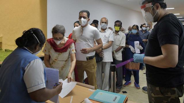 Hindistanda günlük vaka sayısı ilk defa 100 bini aştı