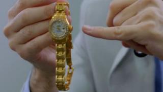 """İmitasyon sandığı saati """"gerçek altın"""" çıktı"""