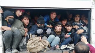 Van'da 114 göçmeni taşıyan 3 insan kaçakçısı tutuklandı