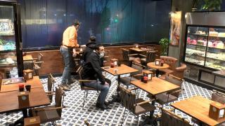 Kafe ve restoranlar ilk müşterilerini aldı