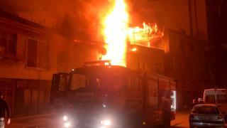 Kahramanmaraş'ta iki katlı evde yangın