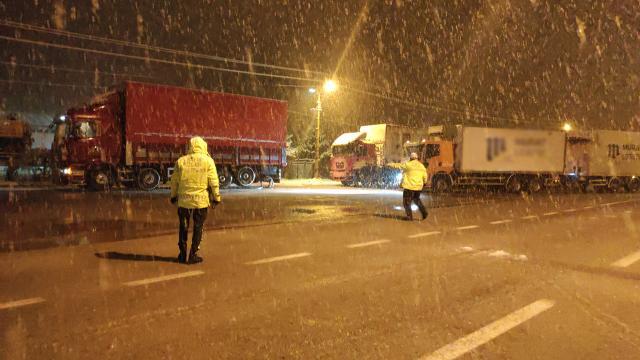 KonyaAntalya kara yolu, çekici türü araçlara kapatıldı