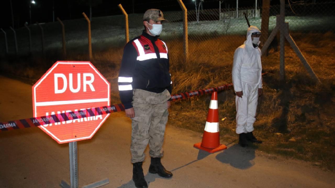Tesisatçı köydeki 27 kişiye virüs bulaştırdı